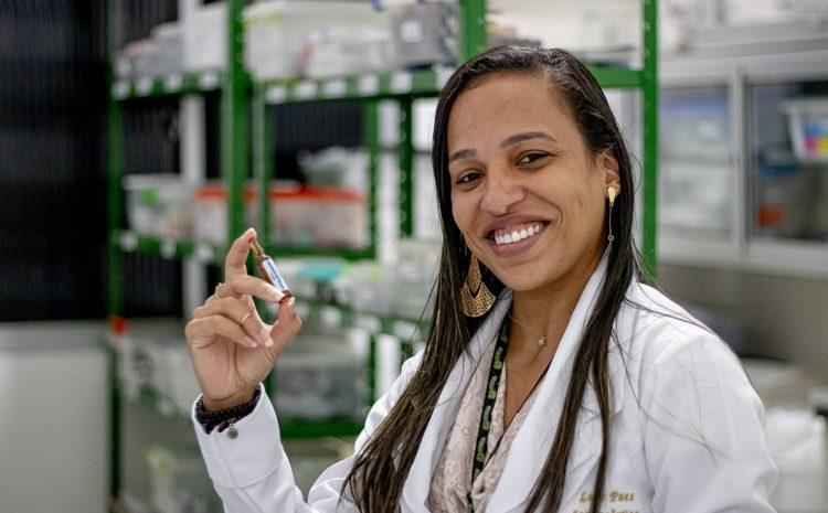 O crescimento profissional aqui é meta; nossa farmacêutica Laís Paes é um exemplo